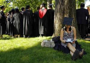 Студентам Кембриджского университета запретили обливаться шампанским после окончания сессии