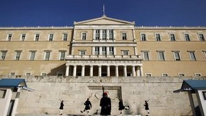 Греческие власти обнаружили среди получающих пособия 36 тысяч  мертвых душ