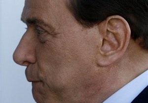 Берлускони сделали операцию на лице