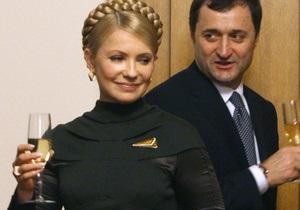 За границей обработали 100% протоколов: Тимошенко опередила Януковича почти в два раза