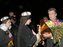 Ющенко купил сладостей на рынке в Душанбе