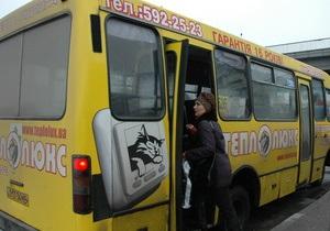 В пригороде Харькова на ходу загорелся автобус