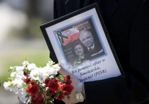 СМИ: Саркофаг с телами Леха и Марии Качиньских вскрыли через несколько дней после погребения