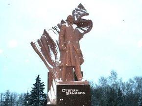 В центре Тернополя похищена часть памятника Бандере