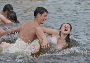 На центральном пляже Кременчуга запретили купаться