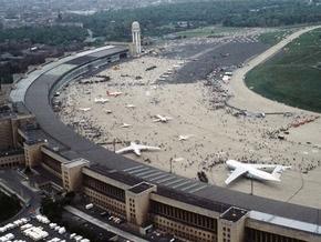 Берлинский аэропорт предложили превратить в квартал  красных фонарей  и в гору