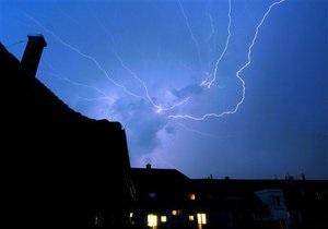 Метеорологи назвали места в Киеве, куда чаще всего попадают молнии