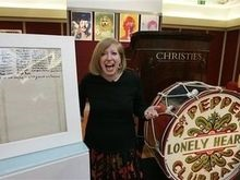 С лондонского аукциона продали барабан The Beatles и рукопись песни Леннона