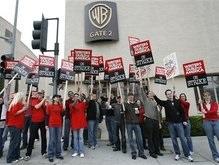 Бастующим сценаристам угрожают увольнением