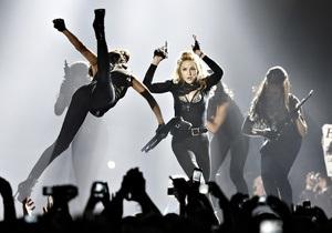 Мадонна проигнорировала запрет на использование оружия на сцене