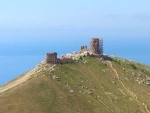 В Крыму обрушилась часть стены генуэзской крепости