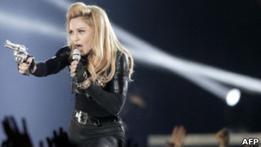 Мадонна защищает использование свастики на своем концерте