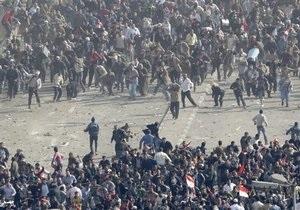 Поступают сообщения о сотне пострадавших в ходе столкновений в центре Каира