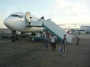В аэропорту Тель-Авива россиянин получил тяжелую травму, упав с трапа