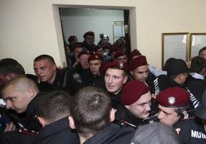 В коридоре Печерского райсуда произошла потасовка