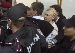 Сторонники Тимошенко намерены находиться возле Печерского суда до освобождения экс-премьера
