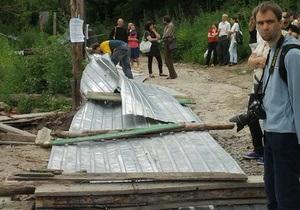 Акция по защите Щекавицы: активисты разрушили забор вокруг стройплощадки на горе