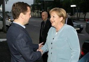 Меркель пообещала Медведеву помочь с вопросом отмены виз между Россией и ЕС