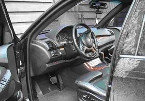 В Одессе четверо злоумышленников похитили внедорожник BMW вместе с его водителем