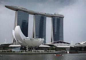 Британского туриста в Сингапуре могут выпороть за приставание к девушке
