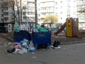 Из киевских дворов могут перестать вывозить мусор