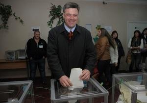 Тягнибок проголосовал на выборах в Раду со второй попытки