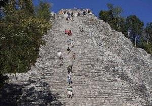 В Гватемале туристы повредили храм майя в день Конца света