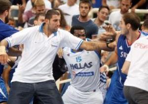 Баскетбольная драка в Афинах. Метатель стульев выпущен на свободу
