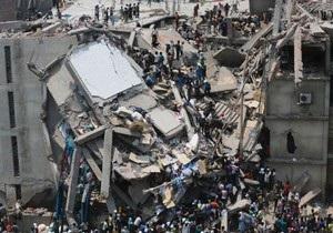 У Бангладеш на місці обвалення будівлі виникла пожежа
