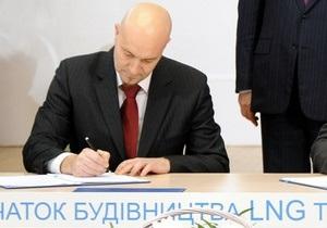 Лижний інструктор: Reuters з ясував біографію підписанта договору про LNG-термінал