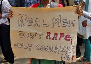 В Индии трое мужчин изнасиловали и сожгли заживо 13-летнюю школьницу