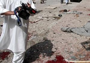 У Пакистані в результаті вибуху, вчиненого смертником, загинули щонайменше 28 осіб