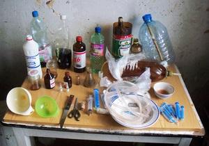 На Хмельниччині у місцевого мешканця знайшли 25 кг наркотиків і домашню лабораторію