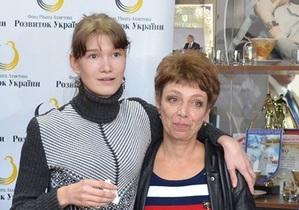 Жертва николаевского садиста Саша Попова переехала в подаренную Ахметовым квартиру