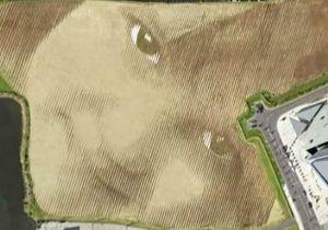 Детское лицо на поле в Белфасте - видео