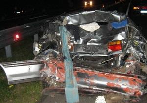 новости Киевской области - ДТП - авария - ДТП в Киевской области: водитель протаранил припаркованный автомобиль, четыре человека погибли