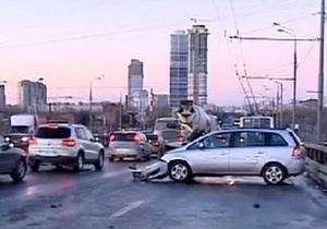 Около 30-ти автомобилей попали в массовое ДТП в Москве из-за гололеда
