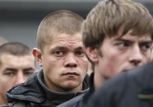 Фотогалерея: За ними - контракт. Последние украинские призывники отправились в армию