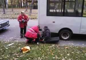 Новости Киева - Пуща-Водица - ДТП - женжина - маршрутка - В Пуще-Водице женщина выпала из маршрутки