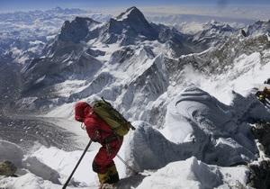 Десятки туристов заблокированы на Эвересте из-за мощного циклона