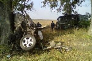 В Донецкой области автомобиль врезался в дерево: погибли четыре человека