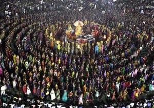 В одном из индийских храмов в массовой давке погибли более 60 человек