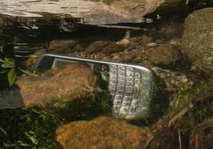 Батьки-засновники потопаючого голіафа мобільного ринку задумалися про його викуп