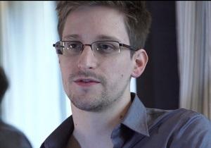 Сноуден путешествует по России, но в ближайшее время может устроиться на работу