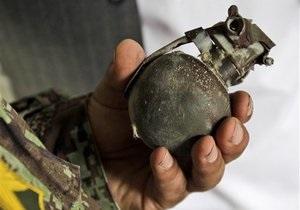 Новости России - странные новости: Россиянин пришел грабить магазин с флаконом духов в виде гранаты