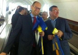 Яценюк и Луценко агитировали за евроинтеграцию в киевском метро