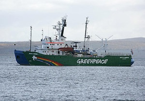 Под одну гребенку. Всех 30 членов судна Greenpeace официально обвинили в пиратстве