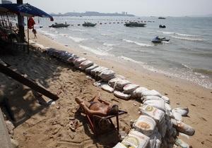 В Таиланде пляжи смывает в океан