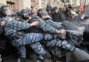 Столкновения в Киеве: МВД проверяет законность применения бойцом Беркута слезоточивого газа