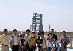 Новости Китая - китайские туристы: Китайским туристам запретили ковыряться в носу в общественных местах